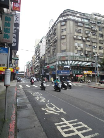Ximen Red House - Ximending: 出勤中のバイク