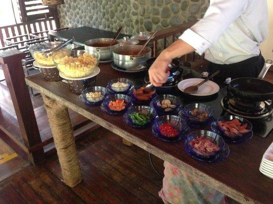 Borneo Rainforest Lodge: 幫你煮義大利麵