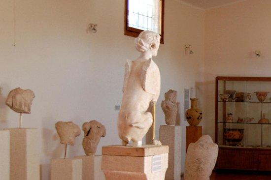 Archaeological Museum of Aegina: sfinge