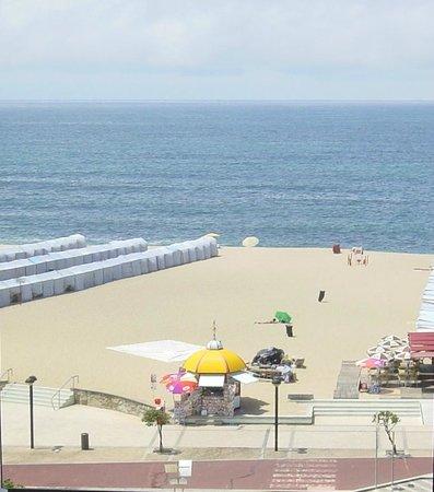 Grande Hotel de Povoa: Vista do Hotel em pleno centro da cidade com o mar em frente