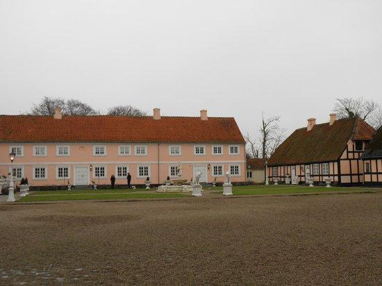 Skrobelev Gods Manor House : Hovedhuset og det lille hus hvor vi boede