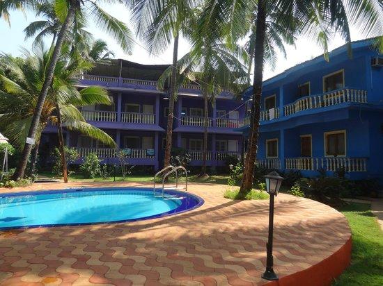 Dona Julia Beach Resort: Room & Pool Area