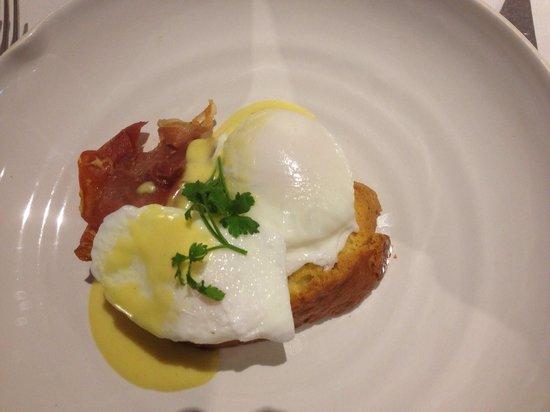 MacNean House & Restaurant: Eggs benedict