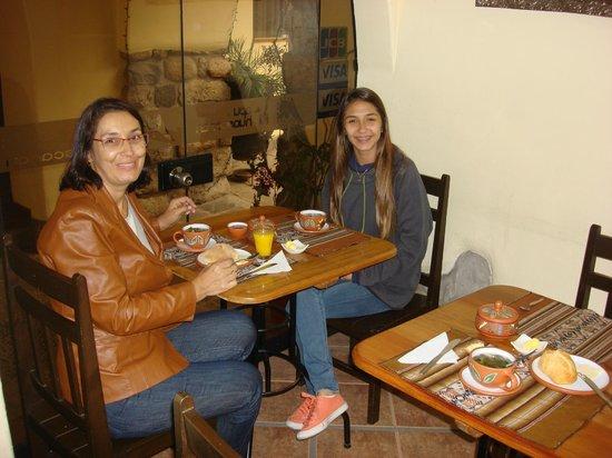 Apu Huascaran Hostal : Sala do cafe da manha