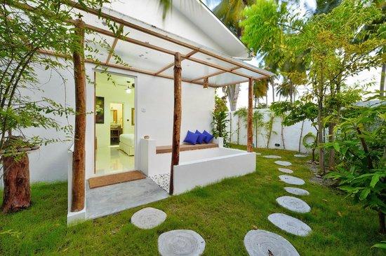 IslandWay Etos : Private Seating Area/Garden View