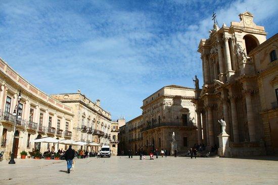 Domus Mariae Benessere: Piazza Duomo