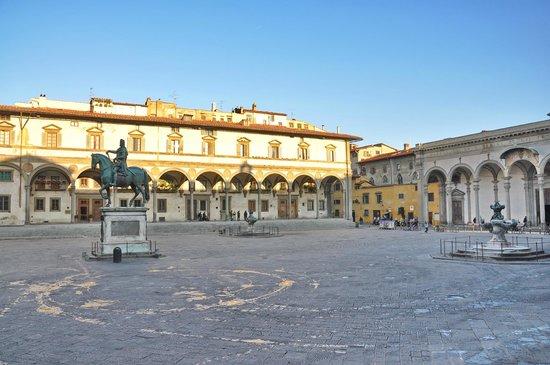Hotel Le Due Fontane: Piazza Santissima Annunziata