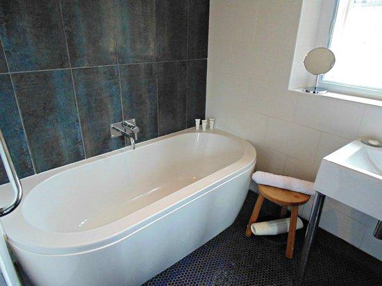 The Muddy Duck: Room 2 - Bathroom