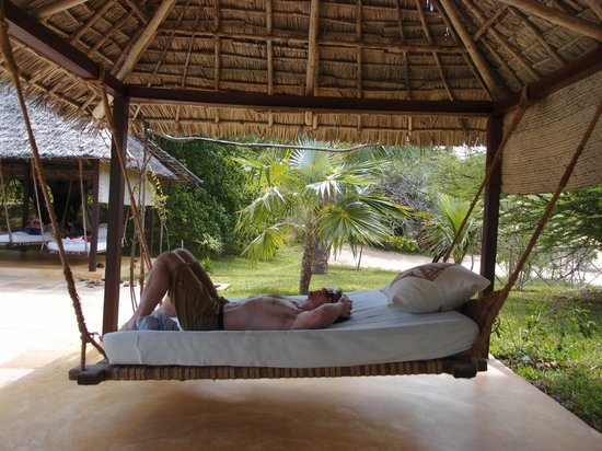 Kizingoni Beach: Pepo house swing beds