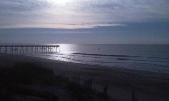 Windjammer Inn: Beach view