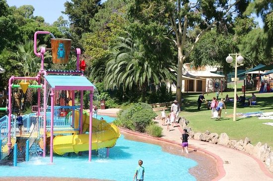 Adventure World: Beautiful shade and water playground