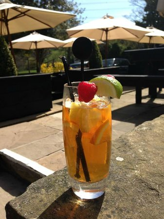 The Malthouse: Patio in Summer