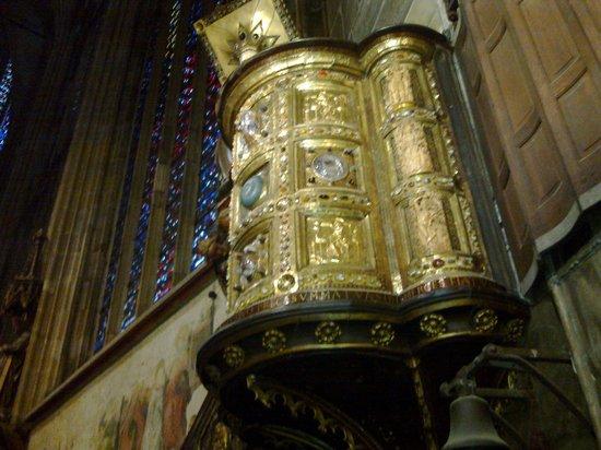 """Corona di Carlo Magno - Foto di Tesoro del Duomo di Aquisgrana, AcquisgranaFoto: """"Corona di Carlo Magno"""""""