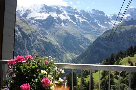 Lauterbrunnen Valley Waterfalls: Промежуточная станция фуникулёра