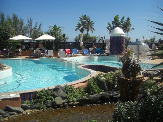 IFA Altamarena Hotel : Ein Tei des Poolbereiches
