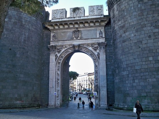 Castel Capuano: Porta Capuana