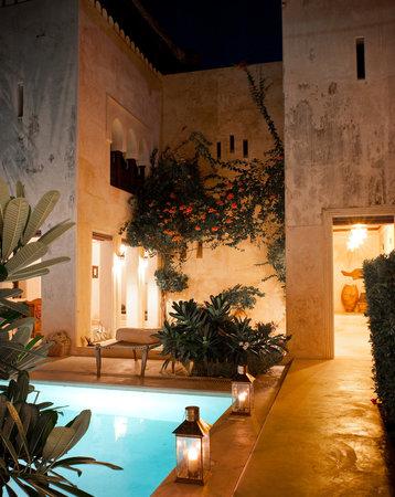 Lamu House Hotel: by candellight
