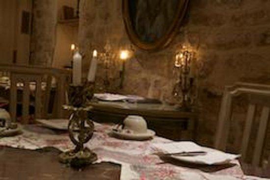 Hotel Caron de Beaumarchais : Breakfast room