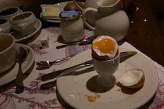 Hotel Caron de Beaumarchais : A portion of the breakfast served, croissants, etc