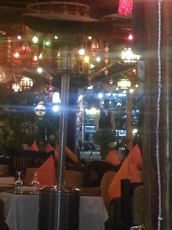 Ali Baba Restaurant: Inside the restaurant - we loved the decor, it was so Arabian nights