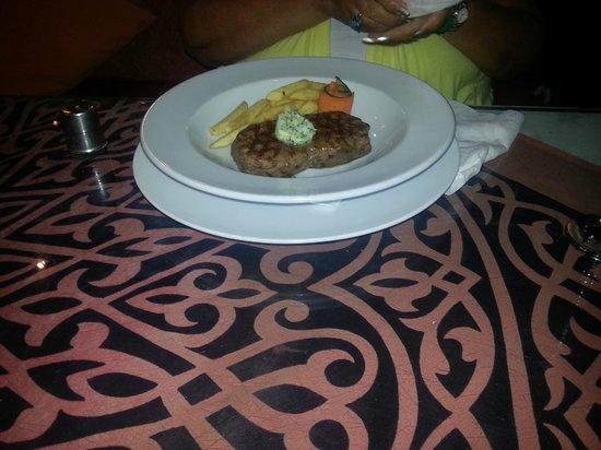 Ali Baba Restaurant: Steak and chips!