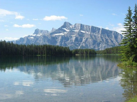 Tunnel Mountain Trailer Court Campground: Two Jack Lake-10 minute drive away!