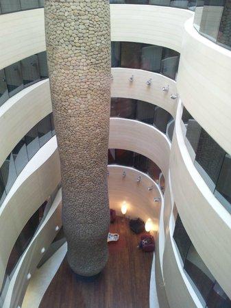 Gran Hotel Domine Bilbao: a vista da janela do quarto era apenas esta