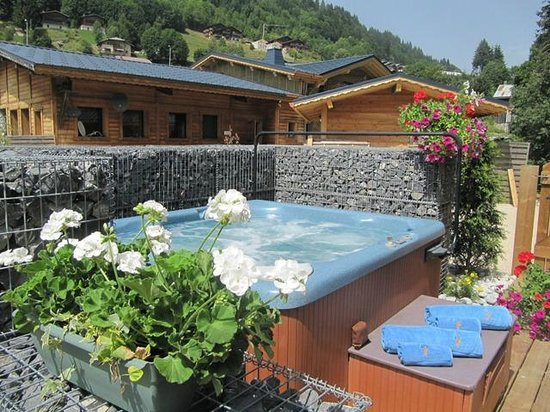 Chalet Alouette : Hot Tub In The Summer