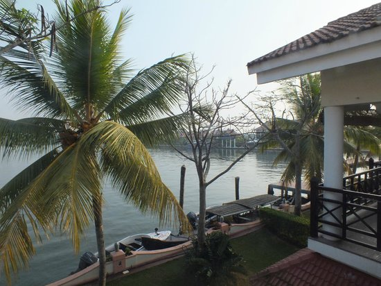 Lake Palace Resort: looking towards the restaurant