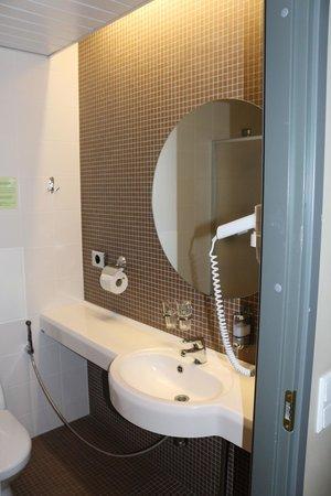 Hotel Tallinn Viimsi SPA: В ванной комнате есть фен