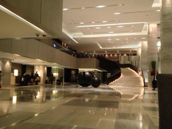 New World Makati Hotel: Lobby