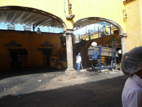 Destilería La Rojeña de José Cuervo: retirada da fibra que será reutilizada como adubo ou reciclada