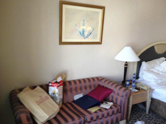 New World Makati Hotel: Room