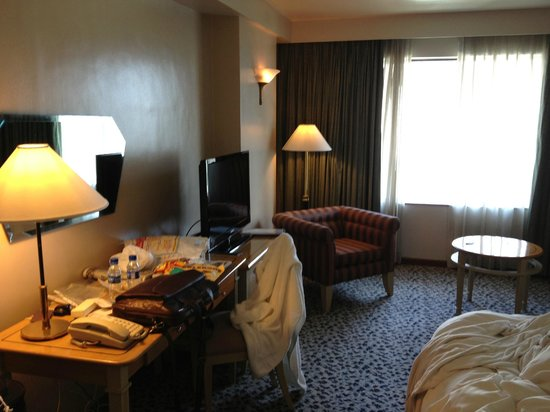 New World Makati Hotel: Room