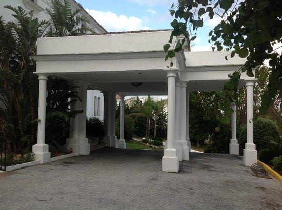 ILUNION Hacienda del Sol : The hotel's porte-cochère