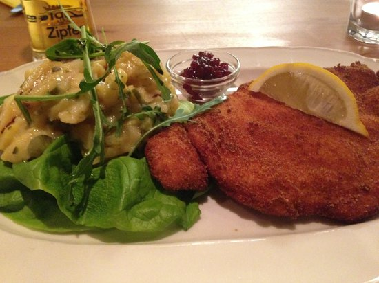 Restaurant Maximilian: Cordon Bleu with Potato Salad