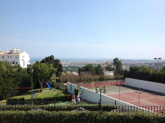 ILUNION Hacienda del Sol : View over the tennis courts to the Mediterranean