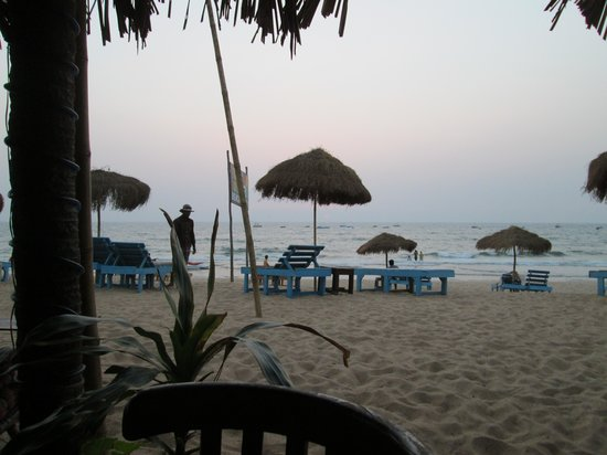 Gabriels Guest House : calangute beach next to the hotel, lots of shacks with chill beer and sea food, less crowd mostl