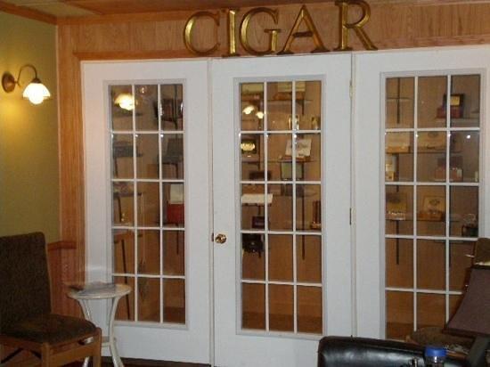 Log Cabin Tavern: Premium Cigar Humidor