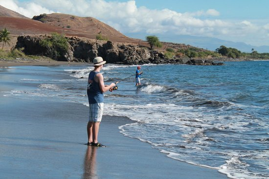 Maui Shore Fishing Guides: Mike and Chris trying their luck