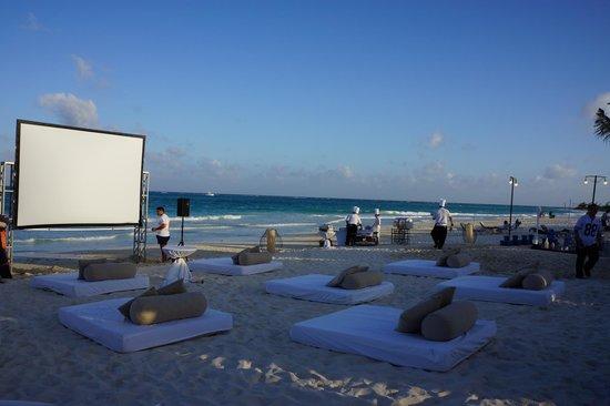 Secrets Maroma Beach Riviera Cancun Montaje En La Playa Para Ver Super Bowl