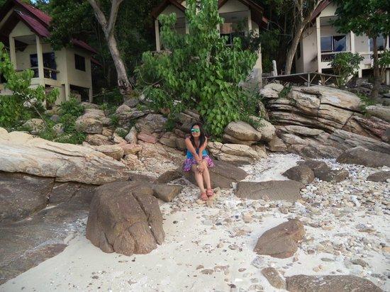 Sunrise Villas Resort: ไม่มีชายหาด ส่วนใหญ่เป็นโขดหิน