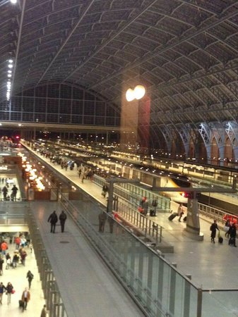 St. Pancras Renaissance Hotel London : View of St Pancra International Station from Hotel