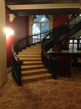 St. Pancras Renaissance Hotel London : Magnificent Staircase from Chambers Club