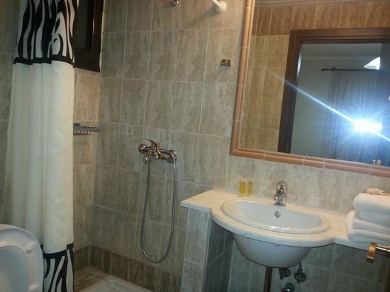 Hotel Byzantium: shower