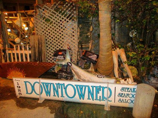 B.O.'s Fish Wagon : Decor