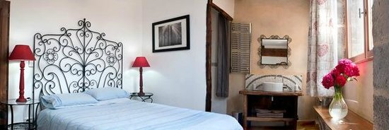 Holidays in Lagrasse : Arch Apartment - Master Venetian bedroom.