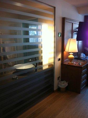 Alpenresort Belvedere Wellness & Beauty: particolare della camera/bagno