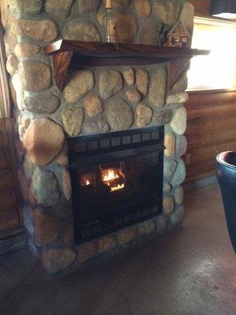 Log Cabin Tavern: Cozy