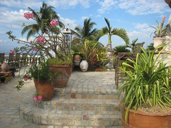 The Inn at Villa Bambou : Deck area